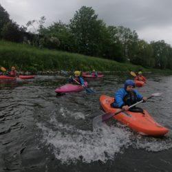 Kajakgruppe der Eickhofschule beim Anpaddeln 2019 auf der Werre
